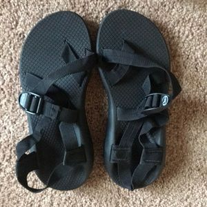 Black toe strap chacos